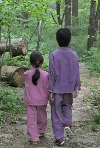 윤정, 필규와 전나무 숲길.jpg
