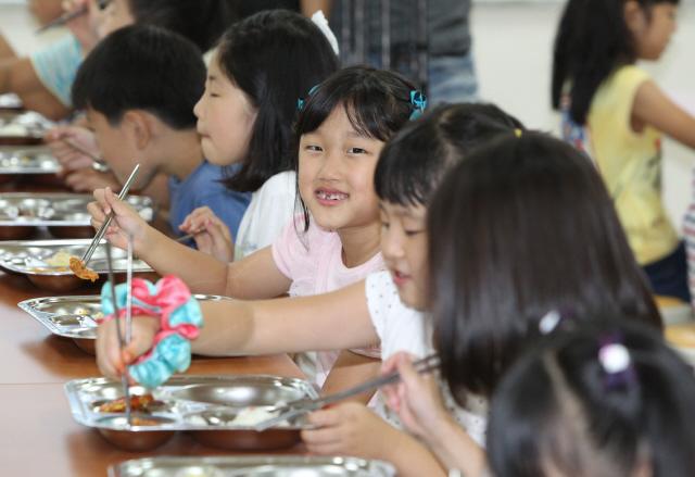 초등학교 급식.jpg