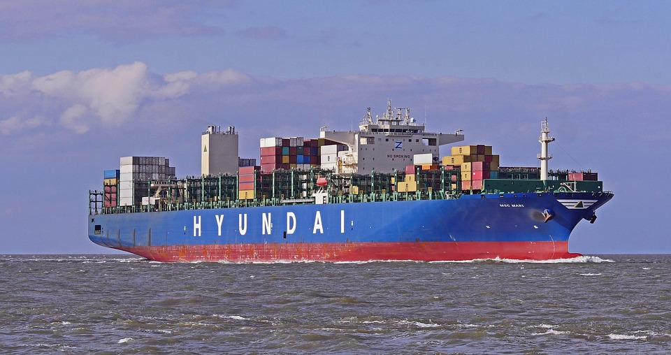 economy-container-freighter-4146182_960_720.jpg