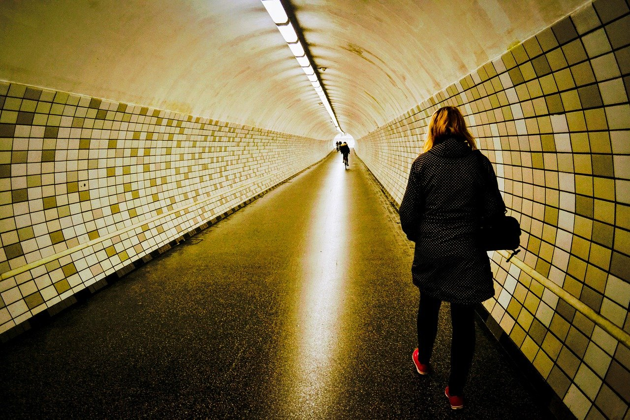virus-tunnel-5558754_1280 (1).jpg