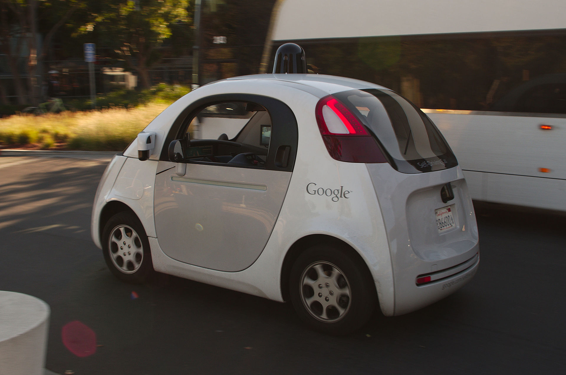 Google_self_driving_car_at_the_Googleplex.jpg