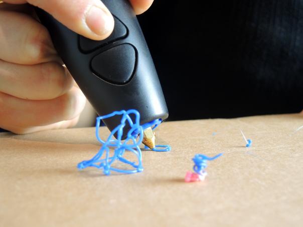 3Doodler-close-up-nozzle.png