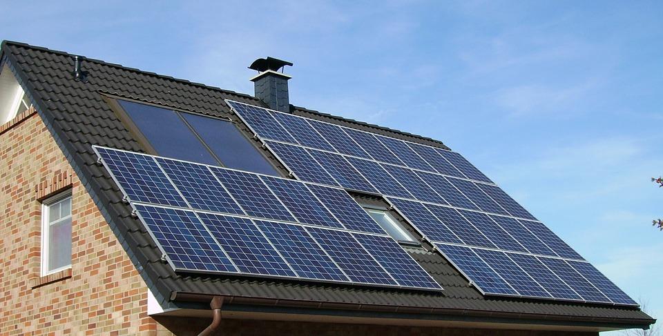 solar-panel-array-1591358_960_720.jpg