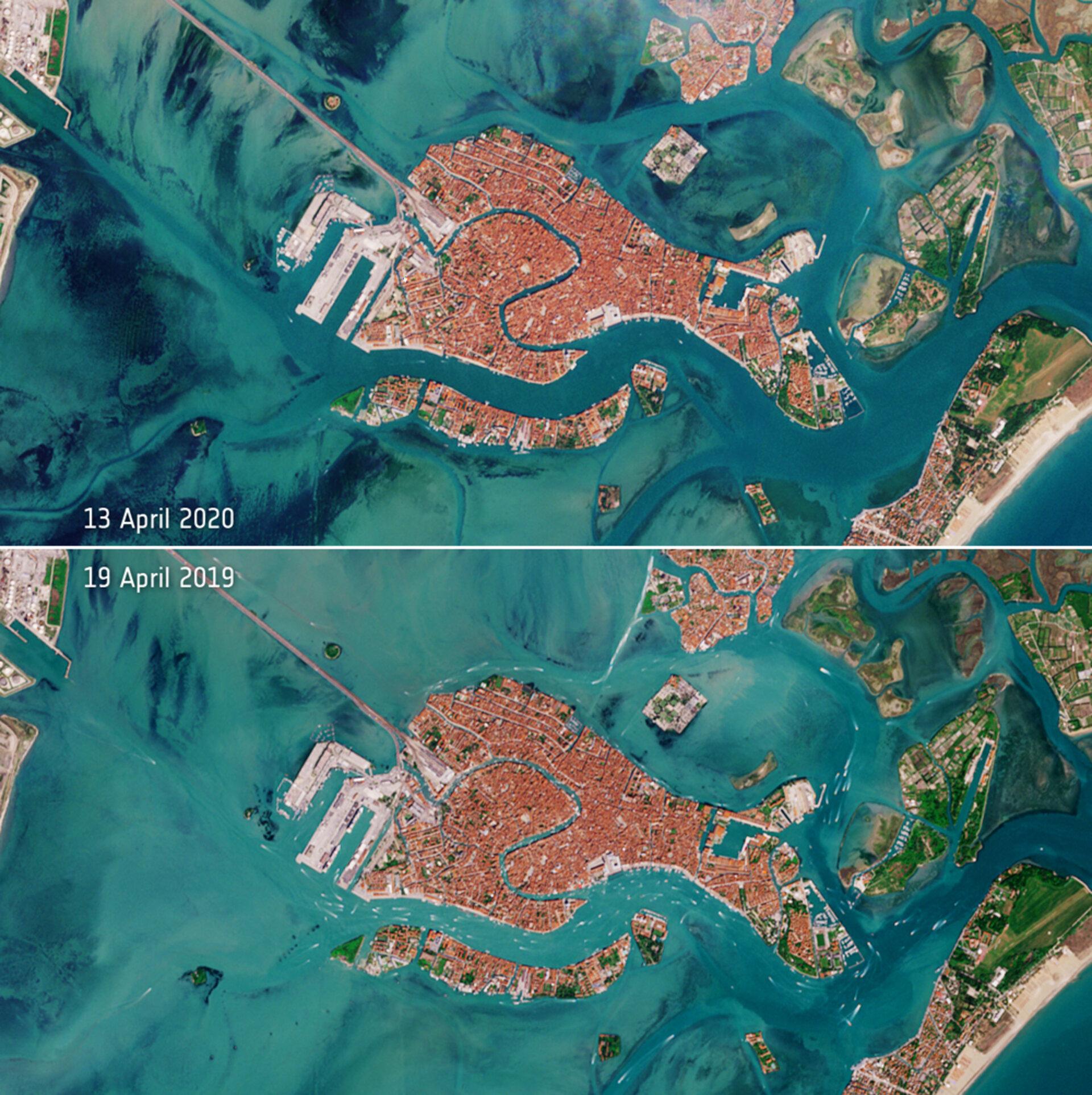 Deserted_Venetian_lagoon_pillars.jpg