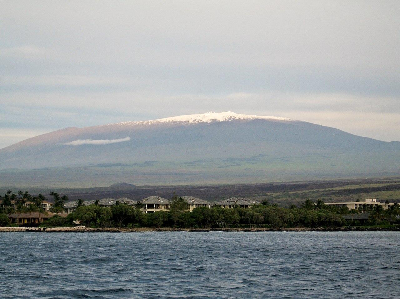 mount-Mauna_Kea_from_the_ocean.jpg
